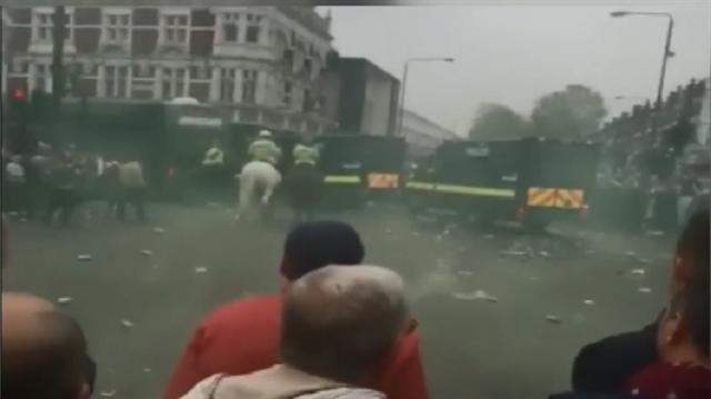 Manchester United takım otobüsüne Londra'da saldırı.