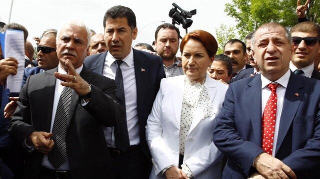 Ankara'daki Büyük Anadolu Oteli'nde düzenlenmek istenen korsan kongre için yurt genelinden Başkent'e akın eden binlerce kişi, MHP yönetimini eleştirerek gövde gösterisi yaptı.