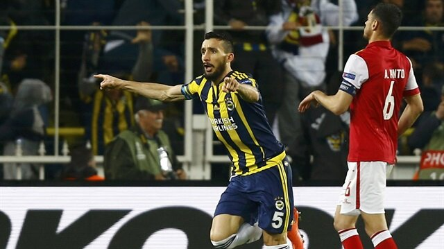Mehmet Topal Fenerbahçe'de kalıyor
