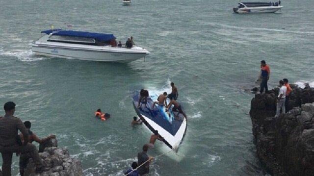 Tayland'ın Koh Samui Adası açıklarında turistleri taşıyan sürat teknesinin alabora olması sonucu 2 kişi hayatını kaybetti.