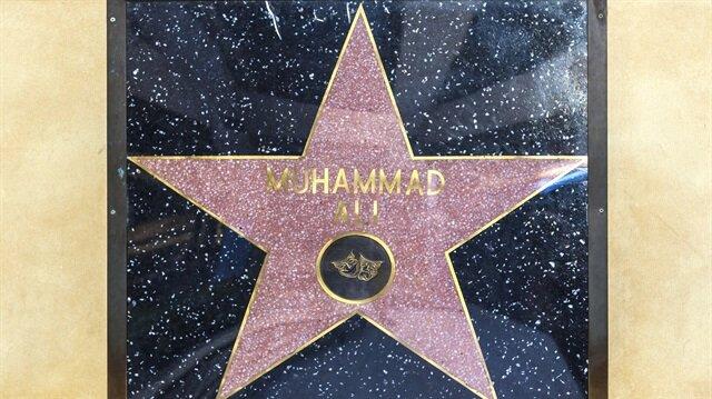 """Muhammed Ali """" Peygamberim Hz. Muhammed'in adını ayaklar altına koydurmam"""" deyip, bunda diretince organizatörler talebini kabul etmişler ve Muhammed Ali'nin yıldızını üstüne basılmaması için Kodak Theatre'ın duvarına asmışlardır."""