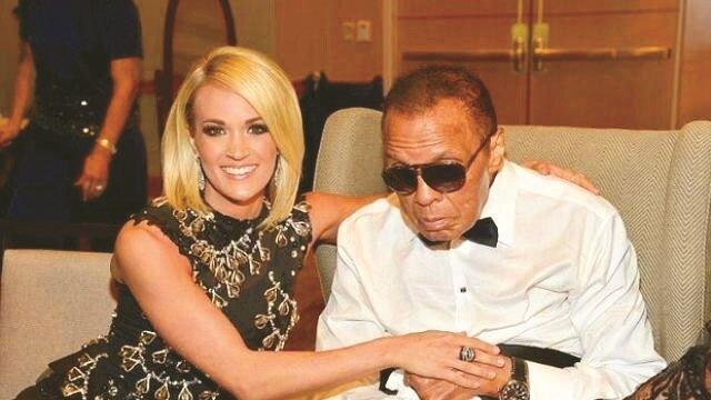 Efsane boksör, yalnızca boks ringlerindeki başarıları ile değil insan hakları, siyasi konulardaki duruşu ve savaş karşıtı söylemleri ile de gönülleri fethetmişti. Muhammed Ali'nin, son olarak 8 Nisan'da Arizona'nın Phoenix kentindeki Celebrity Fight Night adlı yardım etkinliğine katıldığı ortaya çıktı.