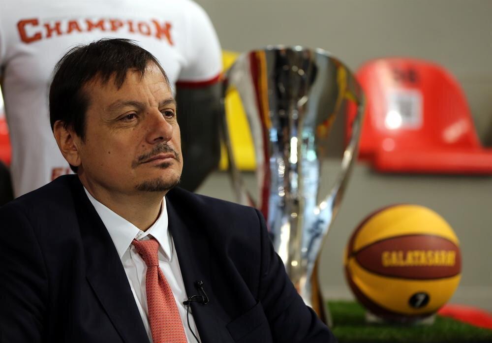 Ergin Ataman, iki sene daha Galatasaray'ın başantrenörlüğünü yapacak.