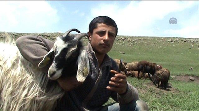 Kaval çalamayan çobanın imdadına cep telefonu yetişti