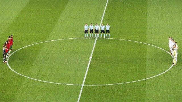 Polonya - Portekiz maçında terör protesto edildi.