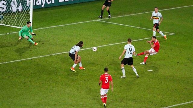 Robson Kanu'dan akıl dolu gol