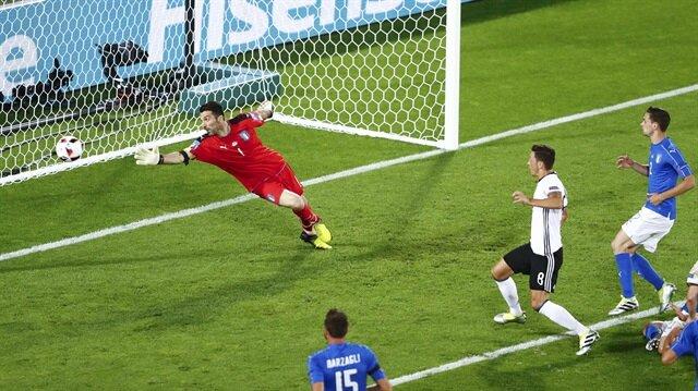 Mesut Özil attı, Almanya öne geçti