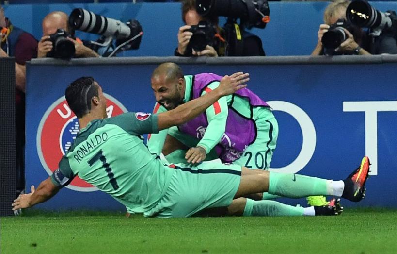 Ronaldo attığı gol sonrası sevincini Quaresma ile  paylaştı.