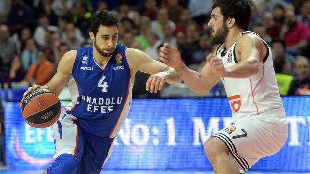 Anadolu Efes'in milli basketbolcusu Doğuş Balbay 3 yıl daha lacivert beyazlı ekipte oynayacak.