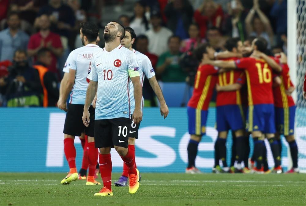 İspanya maçında Arda Turan tribünlerdeki taraftarlarca ıslıklanmıştı.
