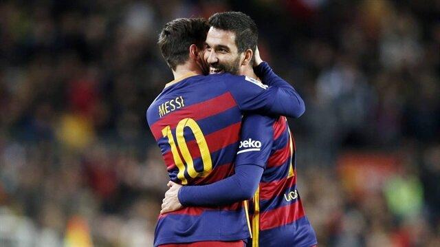 Chelsea'nin Arda Turan için Barcelona ile pazarlık masasına oturduğu belirtildi.