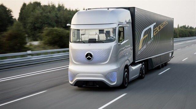 Alman otomotiv devi Mercedes Benz, elektrikle çalışan ilk kamyonu eTruck'ı tanıttı.