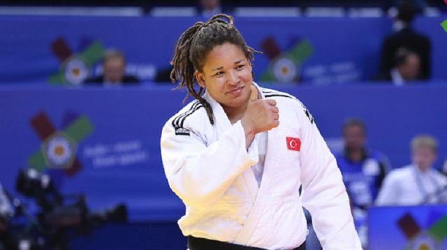 Milli judocu Kayra Sayit çerek finale yükseldi.