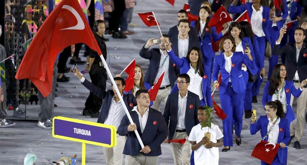 2016 Olimpiyat Oyunları'nın resmi açılış töreninde Türkiye'nin bayrağını milli güreşçi Rıza Kayaalp taşımıştı.