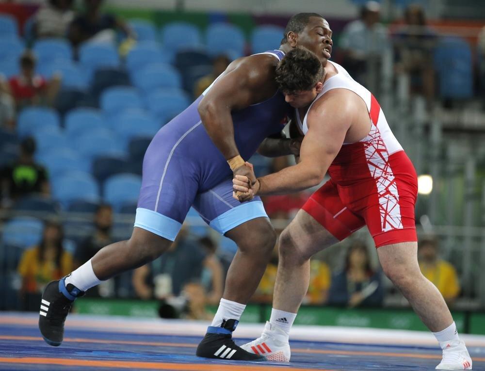 Rio Olimpiyat Oyunları güreş branşı grekoromen stil 130 kg finalinde Kübalı güreşçi Mijain Lopez Nunez'e 6 - 0 yenilen Rıza Kayaalp, gümüş madalya kazandı.