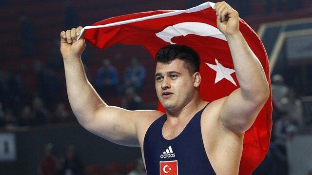 Rio'da gümüş madalya kazanan milli güreşçi Rıza Kayaalp, 'Altın madalyayı 15 Temmuz şehitlerine armağan etmek  istiyordum ama nasip olmadı' dedi.