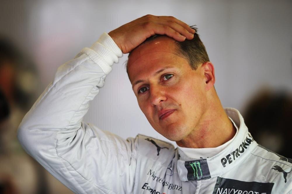 Michael Schumacher'in geçirdiği kayak kazası sonrası yürüyemediği belirtildi.