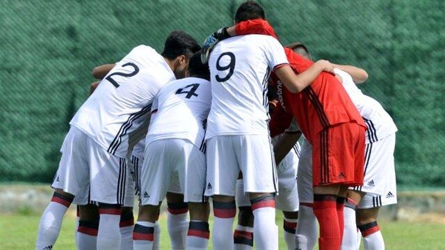 UEFA Gençler Ligi'nde Beşiktaş, Dinamo Kiev'le 3-0 öne geçtiği maçta 3-3 beraber kaldı.