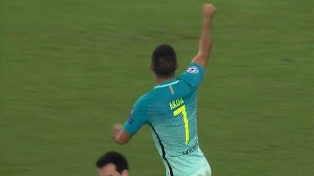 Arda Turan, Barcelona'nın Mönchengladbach'la oynadığı maçta takımının beraberlik golünü attı.