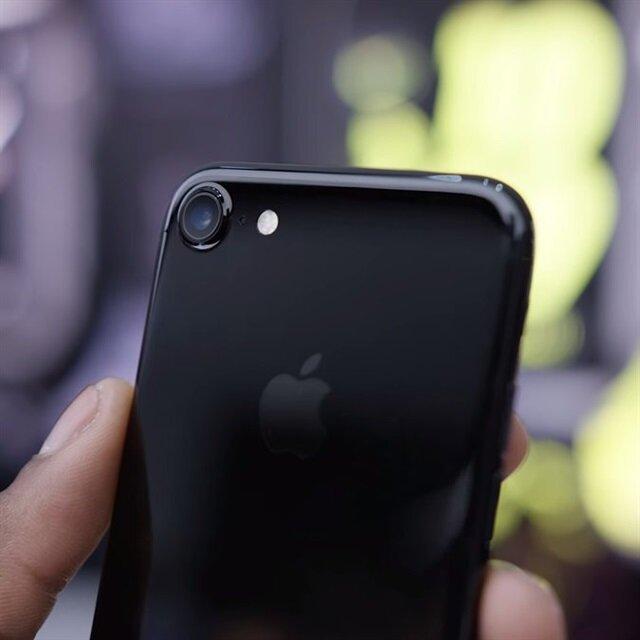 Siyah iPhone 7 modellerinde çizilmeye son