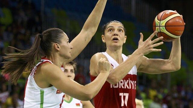 Kadın basketbolunun unutulmaz isimleri arasına giren Nevriye Yılmaz, 36 yaşında aktif sporculuk hayatını noktaladığını açıkladı.