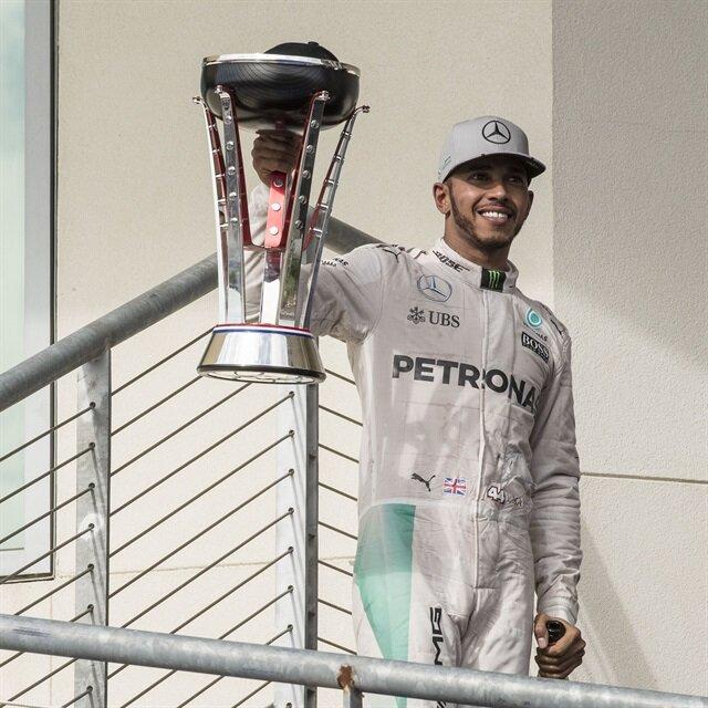 هاميلتون يفوز بلقب جائزة أمريكا الكبرى لفورمولا 1
