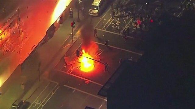 Trump karşıtı protestocular sokakları darma duman etti