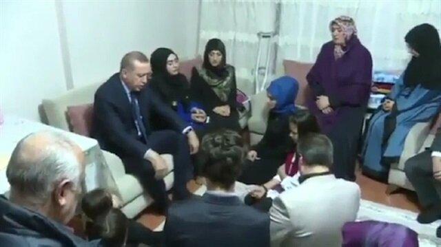 Erdoğan şehidin evinde Kur'an okuyup teşrik tekbiri getirdi