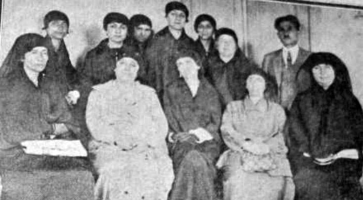 Cumhuriyetten iki ay önce kurulan Kadınlar Halk Fırkası'nın kurucuları bir arada