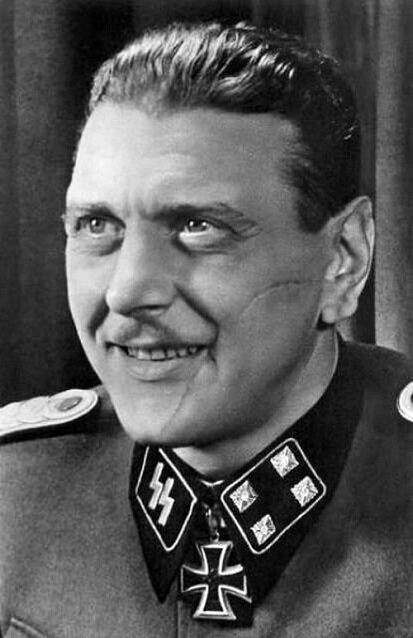 Suratındaki yara iziyle, katı disiplini ve yaratıcılığıyla tarihe geçen bir Alman subay olan Skorzeny.