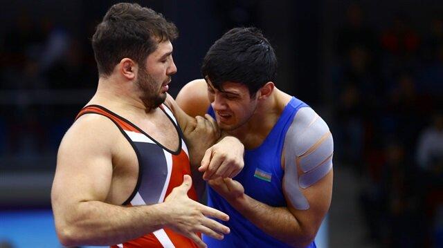 Milli güreşçi Aslan Atem (kırmızı mayo) Bakü'de düzenlenen Golden Grand Prix Turnuvası'nda gümüş madalya kazanmıştı.