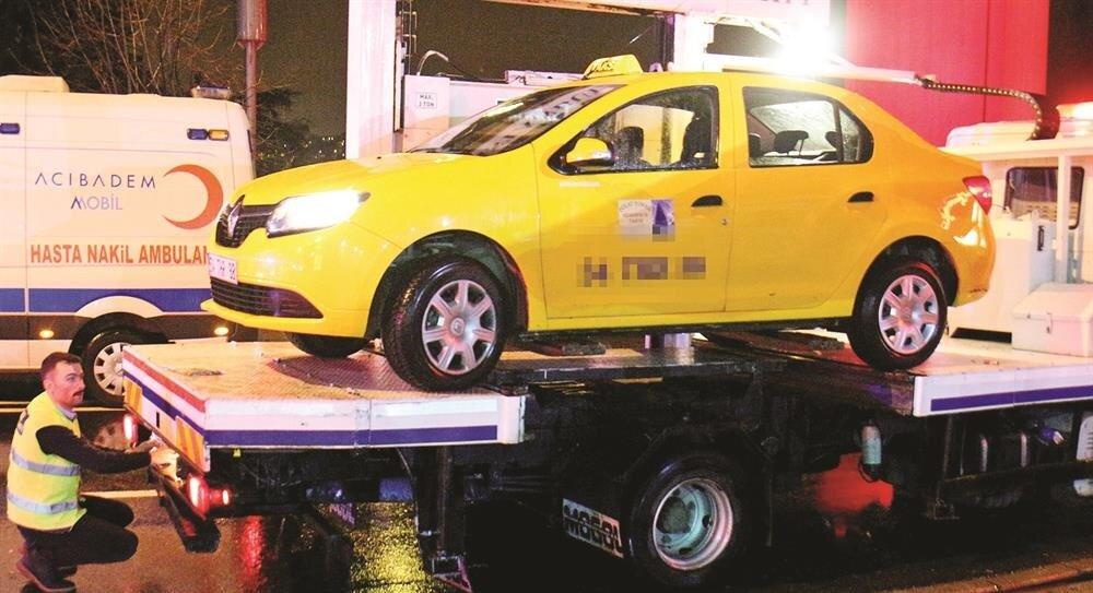 The taxi used by the gunman was taken by police forces to be examined.