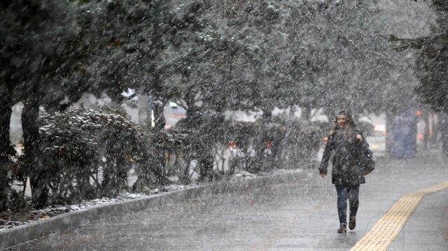 İstanbul'da yaşanan yoğun kar yağışı nedeniyle 7 üniversitede eğitime ara verildi.