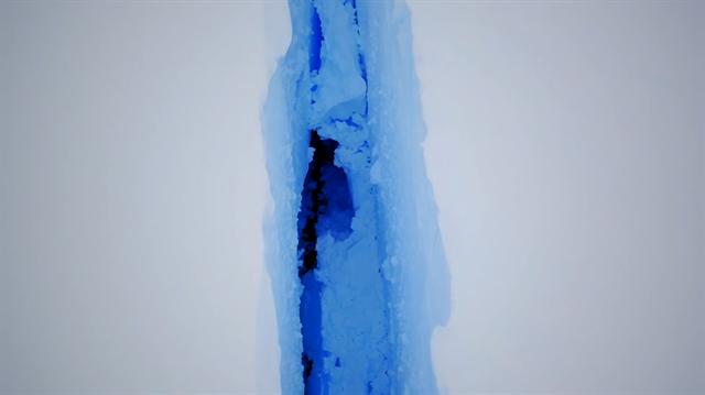 Antarktika'daki 40 kilometrelik buzul kırığı havadan görüntülendi