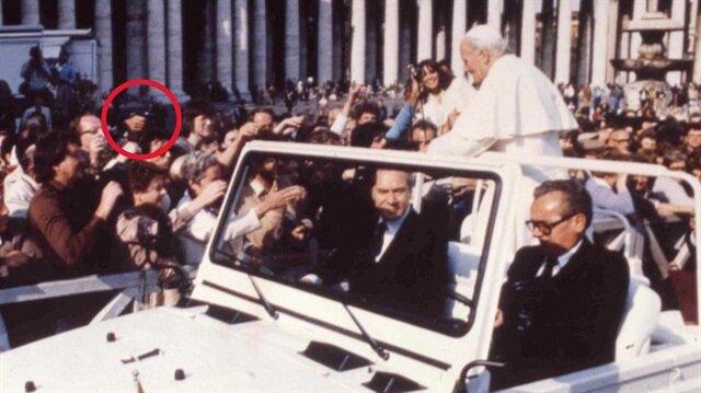 Mehmet Ali Ağca'nın 1981 yılında, Papa İkinci Jean Paul'u vurduğu an.