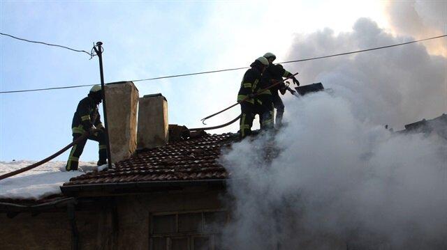 Çankırı'da bir evde çıkan yangında kalan para, zarar görmeden sahibine verildi.