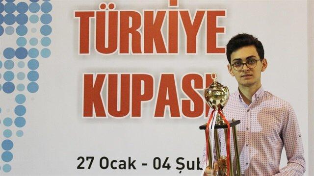 Satranç 2017 Türkiye Kupasında 18 yaşında en genç büyük usta unvanına sahip Vahap Şanal birinci oldu.