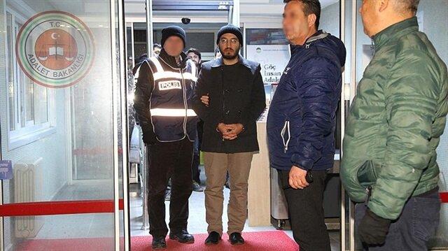 Gözaltına alınan şüpheliler emniyete götürüldü.