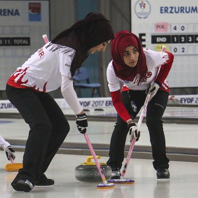 تركيا تتأهل لنصف نهائي الكيرلنغ للسيدات بمهرجان أرضروم الشتوي
