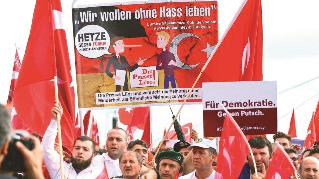 Ekonomisini büyüten Türklere siyasi engel