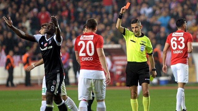 4 günde iki kırmızı kart gören Vincent Aboubakar'a yönetimin ceza vermesi bekleniyor.