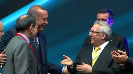 Cumhurbaşkanı Erdoğan, Galatasaray Başkanı Dursun Özbek ve Fenerbahçe Başkanı Aziz Yıldırım'ı bir araya getirdi.