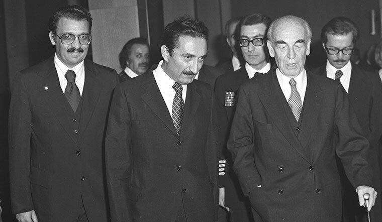 Bülent Ecevit 1977'de azınlık hükümetini kurdu.