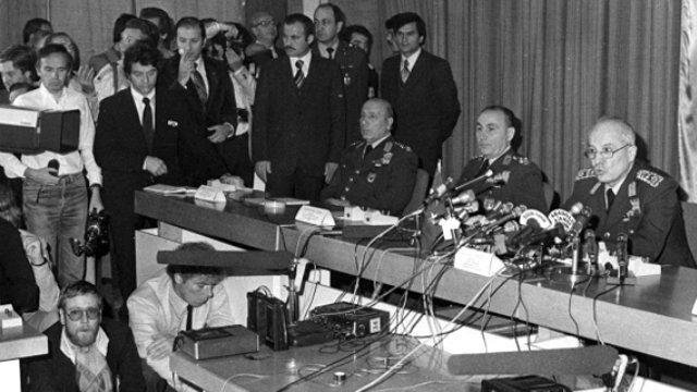 12 Eylül 1980'de asker darbe yaptı.