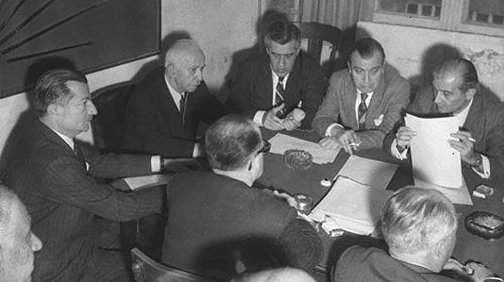 1961'de İsmet İnönü'nün Başbakanlığında CHP-AP koalisyon hükümeti kuruldu.