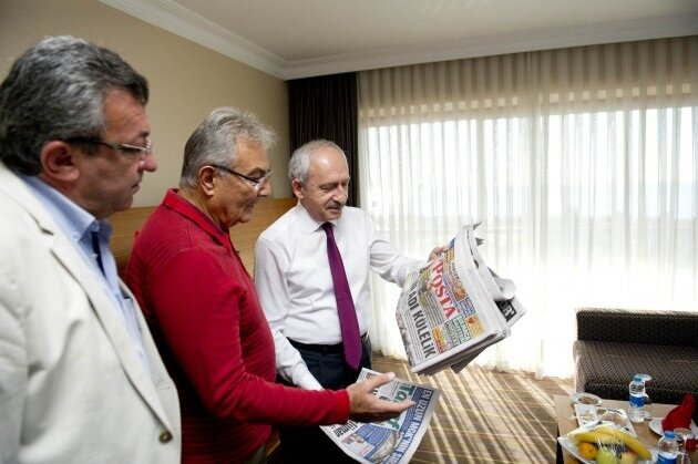 Genel Başkanı Kemal Kılıçdaroğlu önceki Genel Başkan Deniz Baykal ile kahvaltıda biraraya geldi.