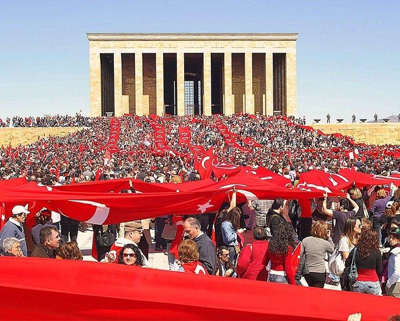 Cumhuriyet Mitingleri, AK Parti'ye cumhurbaşkanı seçtirmemek için düzenlendi.