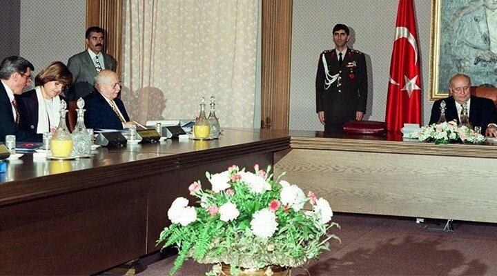 28 Şubat 1997'de MGK'da alınan kararlarla Erbakan hükümetine yönelik postmodern darbe gerçekleştirildi.