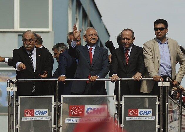 CHP seçim beyannamesini 'Yaşanacak bir Türkiye' sloganı ile yayınladı.