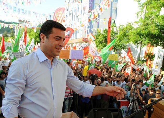 HDP'nin seçimlere parti olarak girme kararı ve kullandığı dil medyanın da desteği ile etkili oldu.